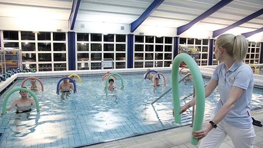 Sportgruppe im Wasser